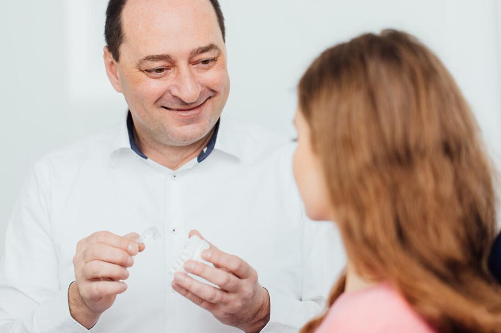 Zahnarzt Puchheim - Praxis Dr. Gebala - Kieferorthopädie für Erwachsene - transparente Schienen