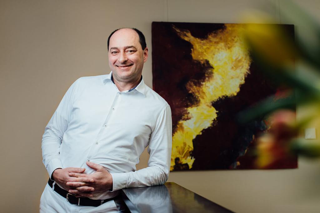 Zahnarzt Puchheim - Dr. Gebala am Empfang