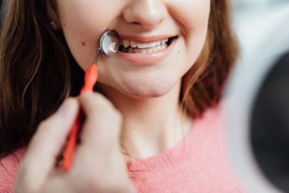 Zahnarzt Puchheim - Gebala - Kieferorthopädie für Erwachsene - gerade Zähne